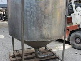 Stainless conical bottom tank  mount for agitator