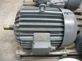POPE 40HP 3 PHASE ELECTRIC MOTOR/ 2900RPM - picture0' - Click to enlarge