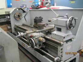Hafco 2m x 660 Geared Head Lathe