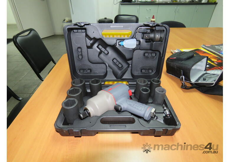 Ingersoll Rand 2145QIMAX-K 3 4 Square Drive 1 350 ft-lb Air Impact Wrench  Kit