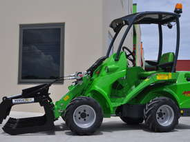 Avant 528 Mini Loader W/ HD Log Grab - picture0' - Click to enlarge