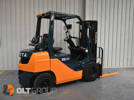 Toyota Forklift 8FG25 2.5 Tonne Forklift Container Mast Current Model Low Hours - picture2' - Click to enlarge