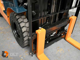Toyota Forklift 8FG25 2.5 Tonne Forklift Container Mast Current Model Low Hours - picture4' - Click to enlarge