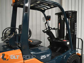 Toyota Forklift 8FG25 2.5 Tonne Forklift Container Mast Current Model Low Hours - picture7' - Click to enlarge