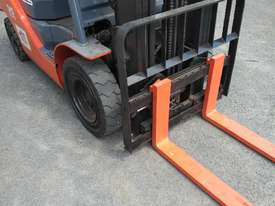 TOYOTA DIESEL FORKLIFT  - picture2' - Click to enlarge