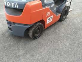 TOYOTA DIESEL FORKLIFT  - picture3' - Click to enlarge