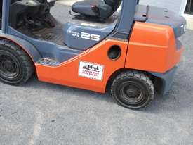 TOYOTA DIESEL FORKLIFT  - picture4' - Click to enlarge