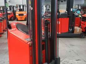 Used Forklift:  E10 Genuine Preowned Linde 1t - picture0' - Click to enlarge