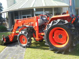 KUBOTA 35HP TRACTOR - picture2' - Click to enlarge