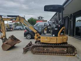 USED 2007 CAT 303CCR EXCAVATOR 3.5T + BUCKETS & AUGER DRIVE - picture2' - Click to enlarge