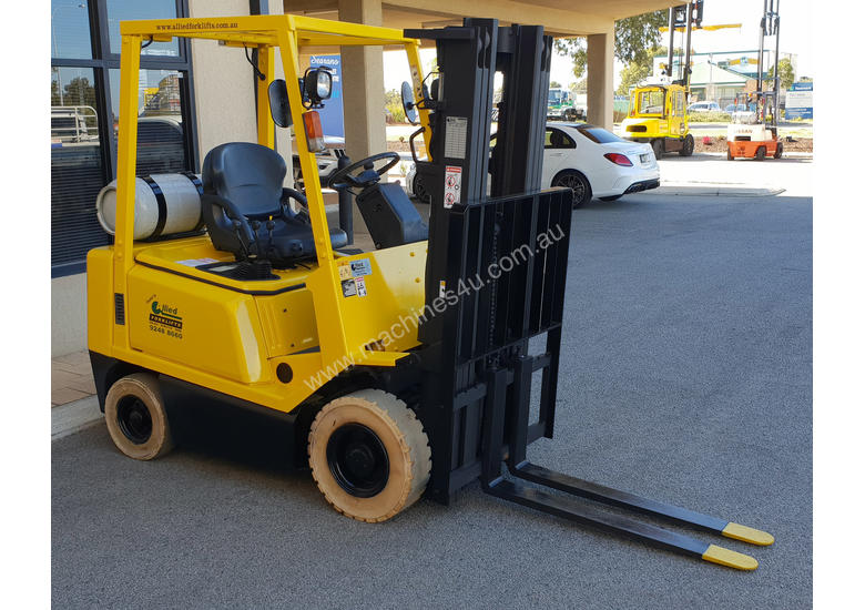 Hyster 1520kg LPG Forklift with 4375mm Three Stage Container Mast