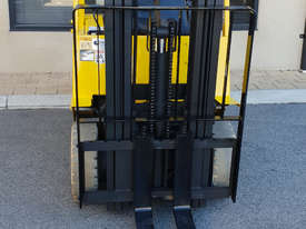 Hyster 1520kg LPG Forklift with 4375mm Three Stage Container Mast - picture0' - Click to enlarge