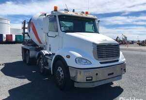 2013 Freightliner Columbia CL112 FLX