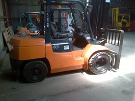TOYOTA 7 SERIES 4.0TON LIFT CAP LPG DUAL WHEELS - picture0' - Click to enlarge