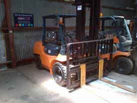 TOYOTA 7 SERIES 4.0TON LIFT CAP LPG DUAL WHEELS - picture2' - Click to enlarge