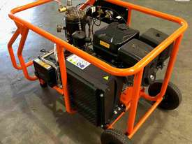 Petrol Screw Compressor 15HP 35CFM 145PSI - picture3' - Click to enlarge