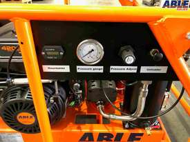 Petrol Screw Compressor 15HP 35CFM 145PSI - picture5' - Click to enlarge