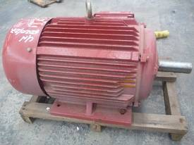 NEVER USED CMG 10HP 3 PHASE ELECTRIC MOTOR/ 715RPM - picture0' - Click to enlarge