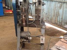 Chicago - Riveting Machine - picture0' - Click to enlarge