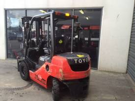Used Toyota 8FD25 diesel forklift for sale - picture2' - Click to enlarge