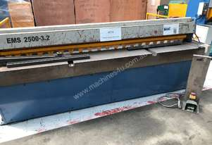 USED - Just arrived 2500mm x 3.2mm Powered Guillotine