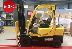 Low Hours Ex-Demo 2.5T Counterbalance forklift