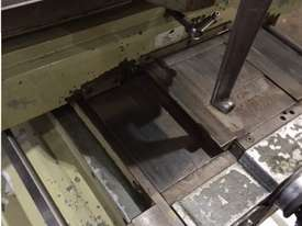 Gambia Universal Milling Machine - picture4' - Click to enlarge
