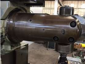 Gambia Universal Milling Machine - picture6' - Click to enlarge