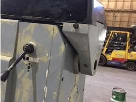 Gambia Universal Milling Machine - picture8' - Click to enlarge