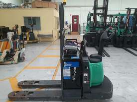 Mitsubishi PWR30 electric pallet mover - picture0' - Click to enlarge