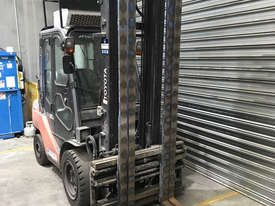 Toyota 32-8FGJ35 LPG / Petrol Counterbalance Forklift - picture1' - Click to enlarge