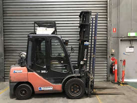 Toyota 32-8FGJ35 LPG / Petrol Counterbalance Forklift - picture0' - Click to enlarge