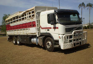 Volvo FM380 Stock/Cattle crate Truck