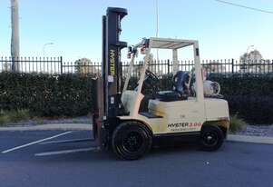 Hyster - 3T Gas Forklift with Fork Positioner