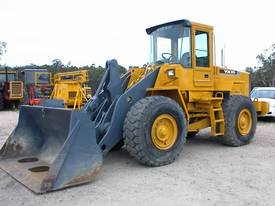 VOLVO L90C WHEEL LOADER WITH QUICK HITCH