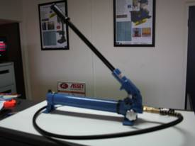 700Kg Capacity HAND & FOOT HYDRAULIC PUMPS - picture0' - Click to enlarge