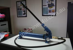 700Kg Capacity HAND & FOOT HYDRAULIC PUMPS