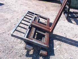 Manitou quick hitch fork carriage