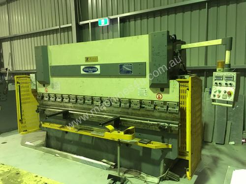 JUST TRADED - STEELMAST 3200mm x 80Ton Pressbrake