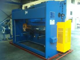 SM-PB300-4000NC2-S 4000MM X 300TON NC PRESSBRAKE - picture0' - Click to enlarge