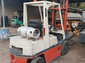 Nissan Forklift 2.5 Ton   Rotating Tynes - picture0' - Click to enlarge