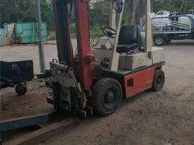 Nissan Forklift 2.5 Ton   Rotating Tynes - picture1' - Click to enlarge