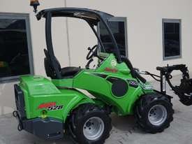Avant 528 Mini Loader for Arborists - picture18' - Click to enlarge