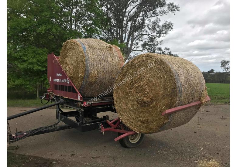 Round Bale Feed Out Wagon