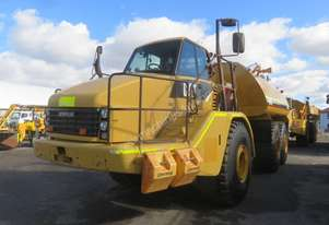 2011 CATERPILLAR 740 ARTICULATED WATER CART
