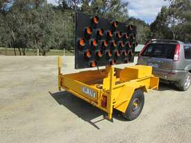 2009 TRAILER MOUNTED TRAFFIC ARROW DIRECTIONAL BOARD - picture1' - Click to enlarge
