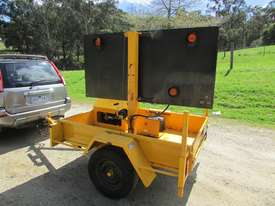 2009 TRAILER MOUNTED TRAFFIC ARROW DIRECTIONAL BOARD - picture2' - Click to enlarge