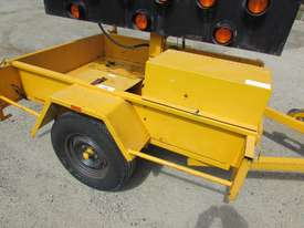 2009 TRAILER MOUNTED TRAFFIC ARROW DIRECTIONAL BOARD - picture8' - Click to enlarge