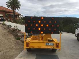 2009 TRAILER MOUNTED TRAFFIC ARROW DIRECTIONAL BOARD - picture0' - Click to enlarge