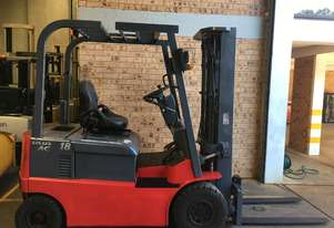 Nichiyu 4 Wheeler 4.7m Container Mast SS 2000HRs 2015 Roll Out Just Like New !!!